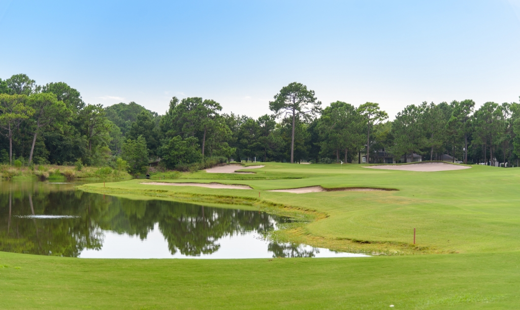 the beautiful green grounds at a Sandestin golf course